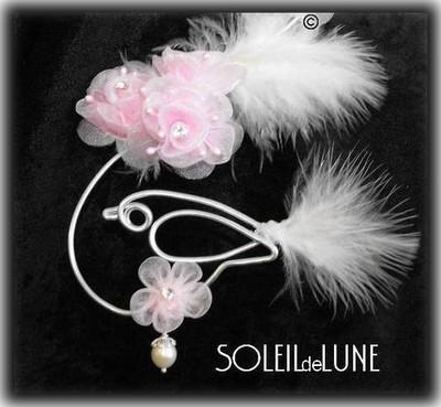 Oiseau, fleurs, plumes et perle de nacre